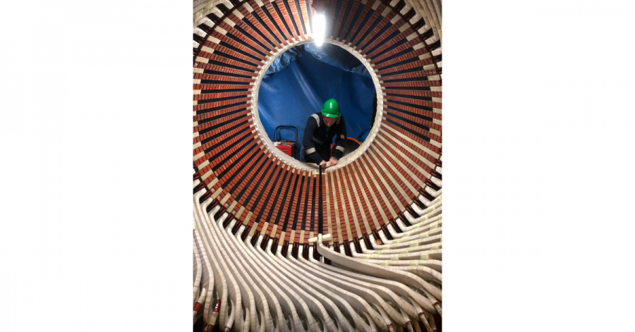 Sulzer Applying the finishing touches to the stator rewind
