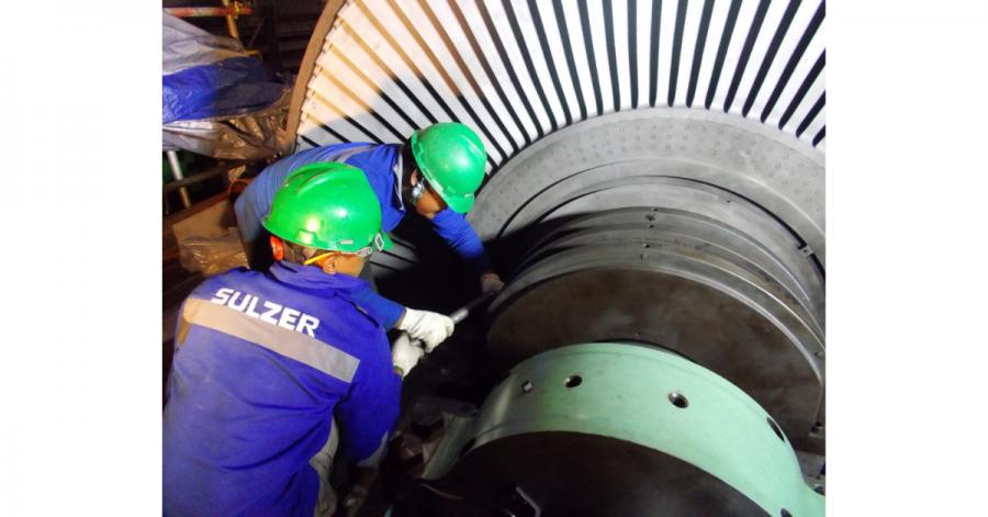 Sulzer Reassembling the turbine gland seal housing bolt.