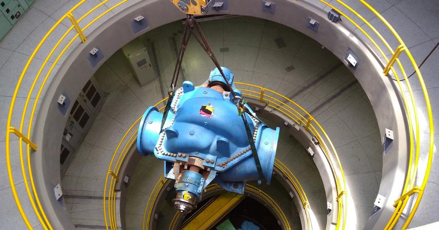 Sulzer Removing No.4 pump for maintenance
