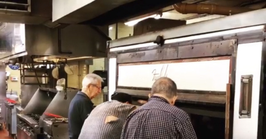 GRAPHALLOY Self-Lubricating Bearings Increase the Life of an 80-Year-Old Pizza Oven